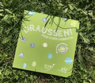Forscherbuch Draussen auf Wiese