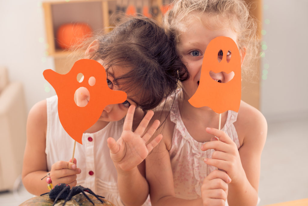 Halloweenmasken aus Bastelkarton